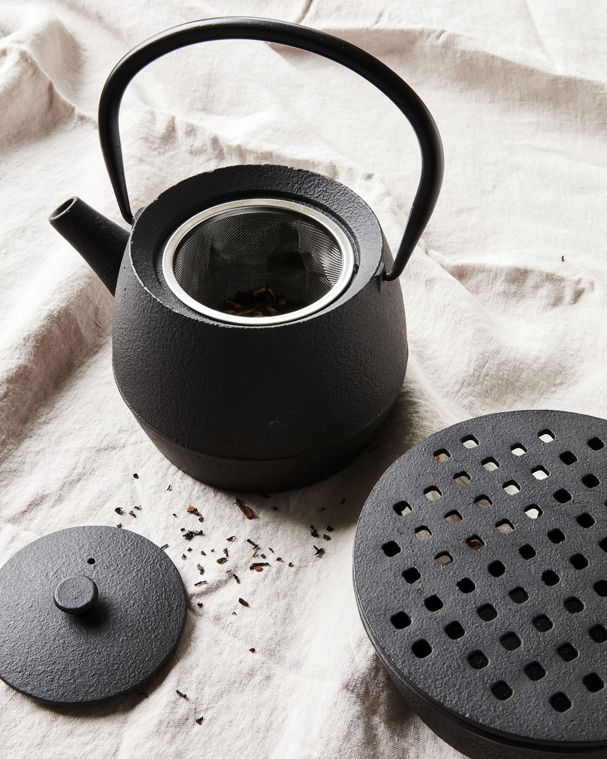 Teapot, Cast, Black, incl. Stainless Stainer
